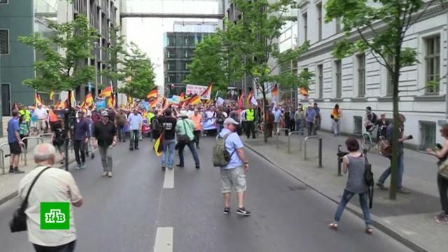 На улицы Берлина вышли сторонники Альтернативы для Германии и антифашисты