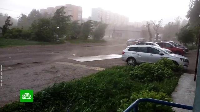 Удар стихии: в регионах России устраняют последствия непогоды