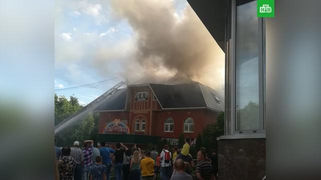 В подмосковной Ивантеевке произошел пожар в торговом центре