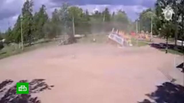 В Ленобласти задержан хозяин улетевшего вместе с детьми батута: видео инцидента