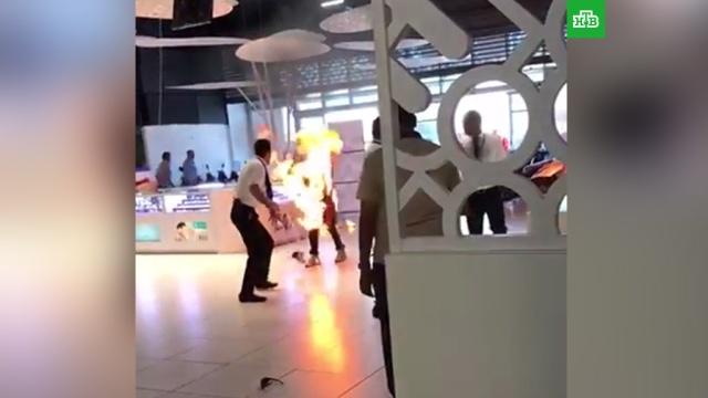 Посетитель торгового центра превратился в живой факел: видео