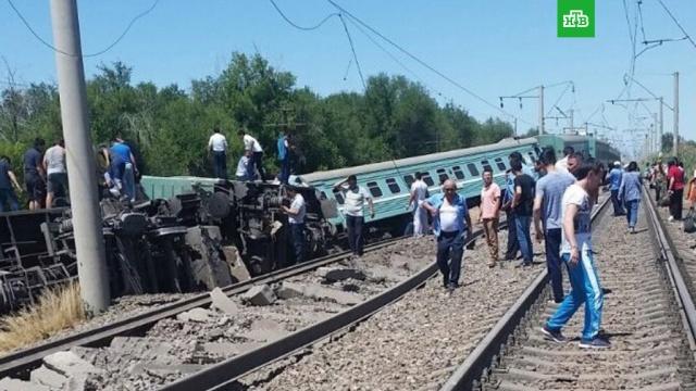 Названа причина схода пассажирского поезда с рельсов в Казахстане