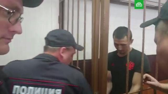 Суд арестовал таксиста, сбившего болельщиков в центре Москвы
