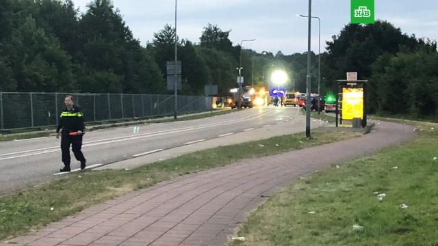 Микроавтобус врезался в пешеходов на фестивале в Нидерландах