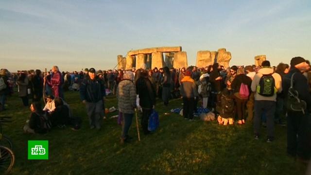 Около 10 тысяч человек встретили день летнего солнцестояния в Стоунхендже