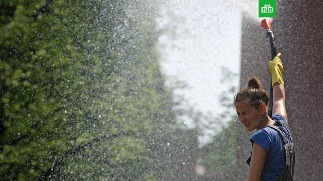 Роструд предложил сократить рабочее время в жару на 4 часа