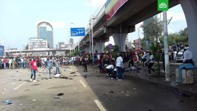 Взрыв прогремел на митинге в Эфиопии: более 80 пострадавших