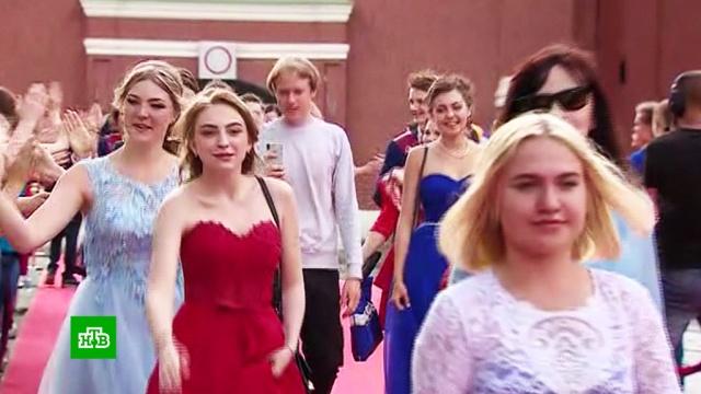 Шесть тысяч школьников из разных регионов отметили выпускной в Кремле