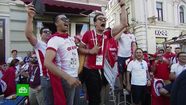 Футбольная фиеста: фанаты пытаются перекричать и перетанцевать друг друга