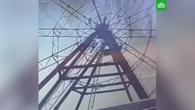 Любитель селфи упал с колеса обозрения в Иркутске: видео