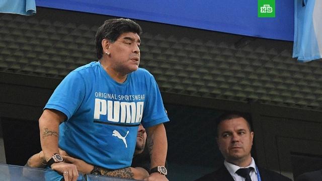 СМИ: Марадону увезли в больницу после матча Аргентины и Нигерии