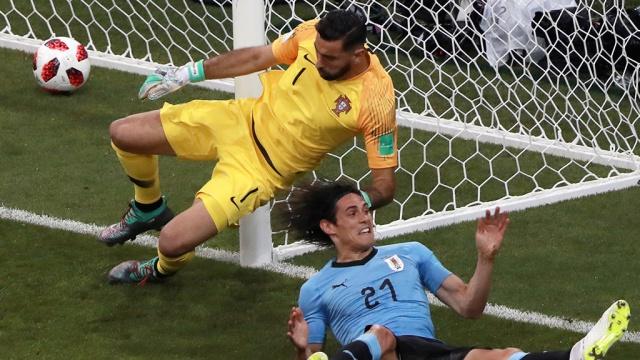 Сборная Уругвая ведет после первого тайма в матче против Португалии