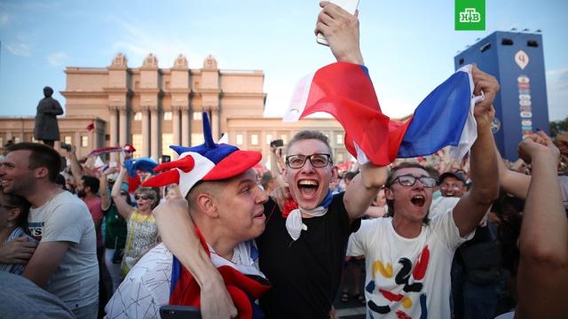 Россию захлестнула волна футбольного безумия после победы над испанцами: видео