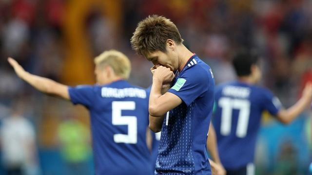 Японские футболисты убрали мусор и оставили записку на русском после поражения от Бельгии