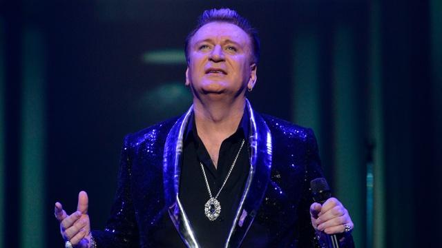 Уснувшего на лавочке певца Пенкина обокрали на 1 млн в центре Москвы