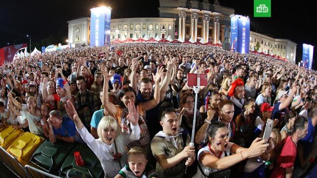 Мы гордимся: фанаты поддержали сборную России после матча с Хорватией
