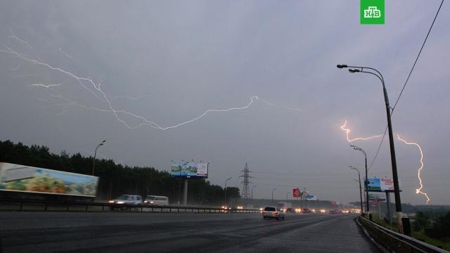 На Москву надвигается дождь с грозой и порывистым ветром