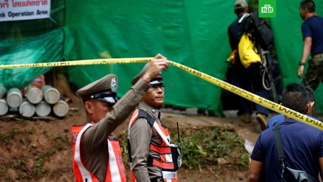 В Таиланде началась операция по спасению школьников из пещеры