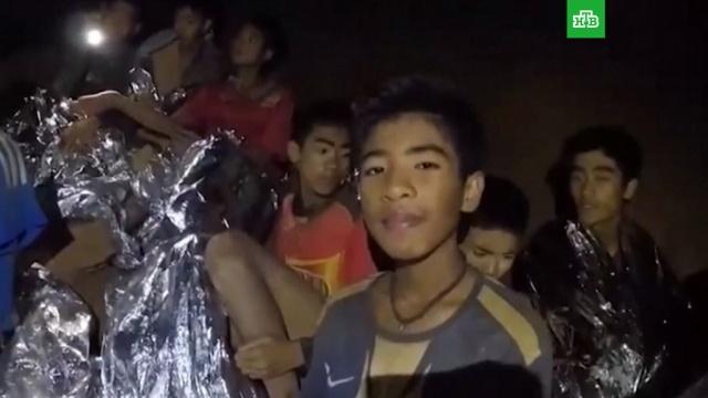 Последний ребенок и тренер спасены из затопленной пещеры в Таиланде