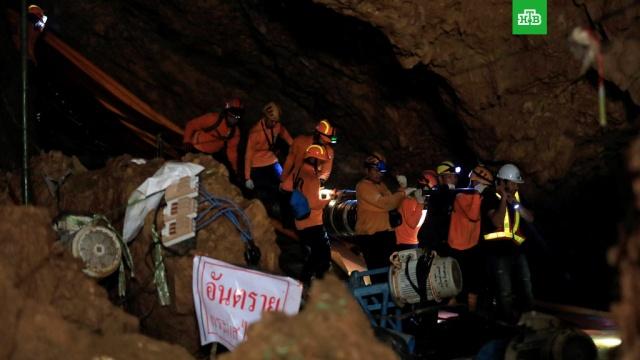Россияне в Таиланде подарят спасенным из пещеры детям сувениры ЧМ