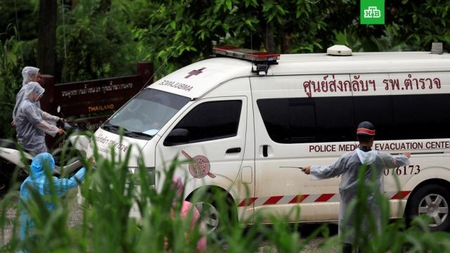 Операция по спасению школьников из пещеры в Таиланде близка к завершению